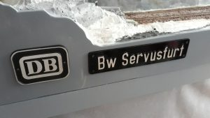 "bordjes ""DB"" en ""Bw Servusfurt"""
